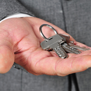 featured-keys-in-hand